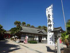 神社の入り口と参道は砂地。