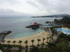 リクエストしていた通りのホテルのビーチやプールが見える方のオーシャンビューでした。