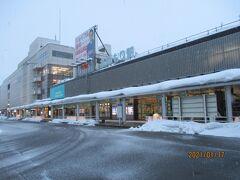 青森駅着。なんか暗い。とにかく寒い。低温注意報がでてたようです。