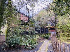 敷地内の奥にある「山水荘」にきず湯に入りに行きます。 こちらは日帰り入浴もやっているそうです。