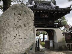 滋賀県メタセコイア並木に向かう前に 少しは 観光を お天気 曇り 風強し 浮御堂(うきみどう) 駐車場あり 入場料1人300円 近くにイタリアンの店あり ランチ2000円 入ろうとしたら 一杯でダメでした