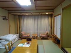 シングル素泊まり1泊8300円。温泉宿でした。