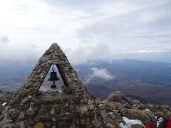 12:00にはあっさり山頂。登りは1時間ほど。