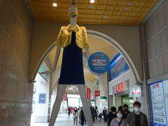 """名鉄バスセンターの前には名古屋で有名な""""ナナちゃん人形""""です"""