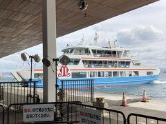 そのまま宮島口に向かいます。  改札から港が見えていますが、安全のために地下道を通って船着場へ。  2社巡航しているので、切符を買う際気をつけて。