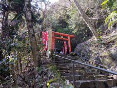 玉簾神社は縁結びの神様、105段の階段を上ったところにあります。かなり急な階段に息がきれました(;'∀')