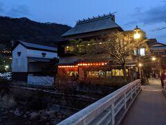 早川沿いを歩いてホテルへ戻ります。