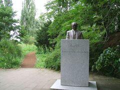 新渡戸稲造像 「願わくばわれ太平洋の橋とならん」と書いてある。