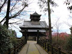 綾城(あやじょう)は現在の宮崎県綾町にあったとされる山城。築城は1331年~1334年。足利尊氏の家臣であった細川小四郎義門が築いたと言われる。伊東四十八城の一つ。別名「竜尾城」。