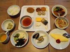2日目です。  朝食はホテルのラ・メールで。スープカレー、豚丼、帆立のフライ、コーンスープ。そしてイクラ。北海道の美味しいものがいっぱいです。  朝食をいただいたらおでかけです。