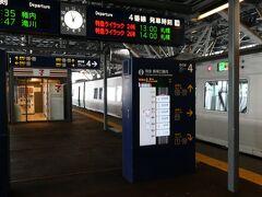 この乗車位置案内の表示方式、密かに気に入っているのですが、装置が大がかりになってしまうせいか、他の駅ではあまり見かけません。