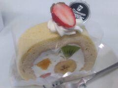 「フルーツロールケーキ」は美味しかったのですが、バナナが入っているケーキはなんとなく苦手なので一度でいいかと思いました。