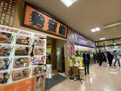 まずは入った先にある勢登鮨さんへ。 八食センター内でCPは高い(と思ってる)のでこの日もこちらでお寿司のテイクアウトをゲット。