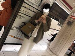 お店の営業も早く終わり福岡市営地下鉄・赤坂駅から帰宅します 博多駅方面行を待ちます