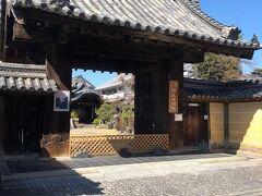 興正寺別院。町の中心に位置してます
