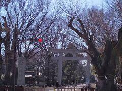 「旧甲州街道から見た大國魂神社入口」10:52通過。