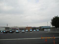 木曜12時半過ぎ。駐車場を工事中だったコンビニはセブンイレブンになりました。