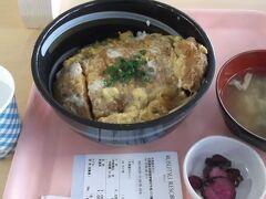 その前にランチ かつ丼(1,050円)