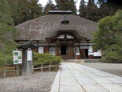 安楽寺を出て脇の道を進むと「常楽寺(天台宗)」がありました。 常楽寺は北向観音の本坊であり、ご本尊は「妙観察智弥陀如来(みょうかんざっちみだにょらい)」。常楽寺は北向観音堂が建立された天長二年(825年)、三楽寺の一つとして建立されたそうです。