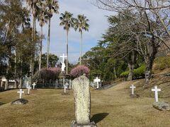 天草キリシタン館の一段下にはキリシタン墓地がありました。 このあたりは殉教公園に一部になるようです。