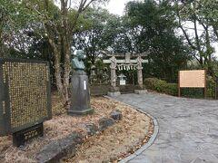 天草キリシタン館の裏手の広場には木山弾正社というお社と本渡城の石碑があります。