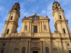 そして、偶然テアティーナ教会を見つける