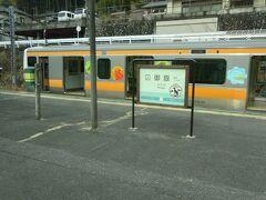 平日昼間は、この駅で電車がすれ違うパターンダイヤになっている。