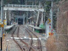 鳩ノ巣駅。 ここの駅舎も昔ながらの山小屋風でいい感じなんです。