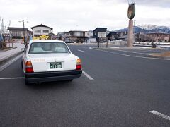 予約制の山形空港ライナーでさくらんぼ東根駅へ。10分位で、1時間前までの予約が必要で、500円です。実際、タクシーの相乗りです。銀山温泉直行バスもあったのですが時間が合わず、銀山温泉行の予約制のライナーもあったのですが、こちらにしました。  https://www.yamagata-airport.co.jp/access/liner.html