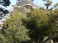 広島城へ。  ここも閉まっていました。