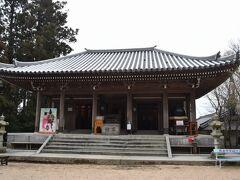 その対面にあるのが弥山本堂。 弘法大師の像や、曼荼羅図、御本尊の虚空蔵菩薩が祀られていました。