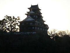 そして外周から岡山城・・ 今年の5月に閉館し来年の秋にリニューアルされるということで行きたかったが・ 時間が遅すぎました またリニューアル後に行きたいなと・・