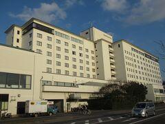 08:30  泊まった「ホテル&リゾーツ佐賀唐津」チェックアウト。 バスで30分ほど北西に向かい、