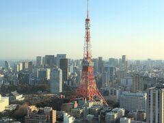 『東京エディション虎ノ門』のお部屋からは大好きな東京タワーを 間近に全体を見ることができます ♪( ´ー`)⊃  六本木のホテルからも東京タワーが見えました↓  <2020年1月にオープンした『三井ガーデンホテル六本木プレミア』 宿泊記(1)お部屋からの眺望は東京タワー&六本木ヒルズ★ 三井ガーデンホテルベアをゲット♪>  https://4travel.jp/travelogue/11671509  <『三井ガーデンホテル六本木プレミア』宿泊記(2) 最上階にあるレストラン【BALCON TOKYO(バルコントーキョー)】 のバルコニーでモエシャン付きディナー★東京タワーを眺める♪>  https://4travel.jp/travelogue/11674817  <『三井ガーデンホテル六本木プレミア』宿泊記(3)泡付き朝食♪ カリフォルニア発【ヴァーヴ コーヒー ロースターズ六本木】 『六本木ヒルズ』にオープンした【手打ち蕎麦 欅】【テイラードカフェ】 商業施設『コモレ四谷』『ホテルニューオータニ 東京』 【パティスリー SATSUKI】の新エクストラスーパーあまおう ショートケーキ★伊藤博文縁の【下関春帆楼東京店】でフグ料理>  https://4travel.jp/travelogue/11676517