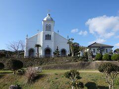 大江教会 15時55分着 16時15分発 丘の上の白い教会。 夢で見たような景色です。 青い空に美しく映えています。