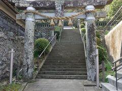 崎津諏訪神社は潜伏キリシタンが発覚する天草くずれの舞台として有名です。 石段は結構登りがきついです。
