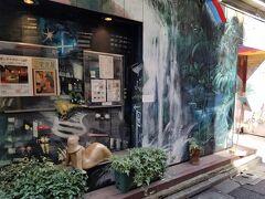 ギャラリー古瀬戸珈琲店 ここの喫茶店は、絵画や壁画などがあり、美術館みたいに楽しめる喫茶店のようです。 壁画は城戸真亜子さんが描かれたようで、完成まで30年近くかかったようです。 店内の柱や壁は陶器でできているそうで、一度行ってみたいな。