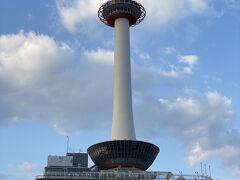 帰りの宿泊は大阪ではなく京都にしました。 大阪って一人で行動するにはイマイチ何があるのかわからない。 お決まりの京都タワーをパチリ。