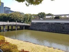 竹橋が見えてきました。 今はコロナのため中に入ることができません。