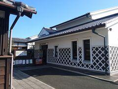 で、愛知県に戻って、やってきました「豊橋市二川宿史料館」。 現存する東海道の本陣は、滋賀県の草津宿本陣とここ二川宿本陣だけ。  まぁ、ワタシにとっては子供の頃の遊び場で、こんなに重要な物だとは思いませんでした。