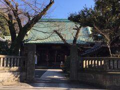 上野桜木を右折して、谷中六丁目を左折してまっすぐ進むと、護国院が見えてみます。
