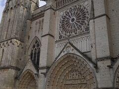 ポワティエ教区の司教が鎮座する教会です。