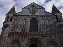 観光案内所の向かいにある小ぶりな教会。 サンジャン浸礼堂と並んで、最も文化的価値が高いものです。