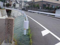 大宝寺に近づくとお遍路道はカーブしながら険しい上り坂に変わります。