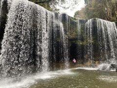 次は観光 滝を見に行く。 あまり期待していなかったが…
