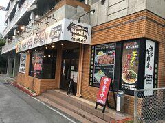 やって来たのは赤嶺駅から徒歩10分弱の池谷牛肉店です。食券制、カウンター席多めでカジュアルな雰囲気のお店です。メニューはステーキとハンバーグの二つです。