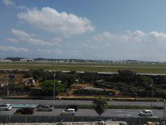 道の駅かでな リニューアル工事中ですが、展望台から空軍嘉手納基地の米軍機が見れます。 軍機が近づいて来るとカメラを持ったおじさんたちが一斉に動きます。