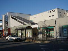 ●JR熊取駅  熊取町民だけでなく、泉佐野市民の利用も多いJR熊取駅。 駅の開業は、1930年。 阪和電気鉄道の駅として営業を開始しました。 近くに京都大学の原子炉実験所があったりもします。