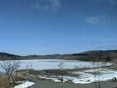2階に上がると、ポロト湖が綺麗に見渡せます。