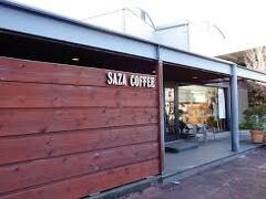 ザザコーヒー本店さん 駐車場も広く台数もかなり停まりますがいつ来てもいっぱいの人気店のはずですが 今日は流石にお客様少なめでした。すぐに案内されました。